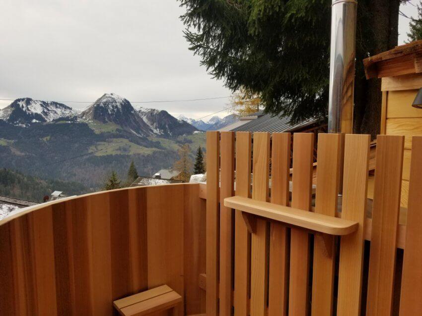 Le bain nordique version Klassik et sa barrière et son porte-verres
