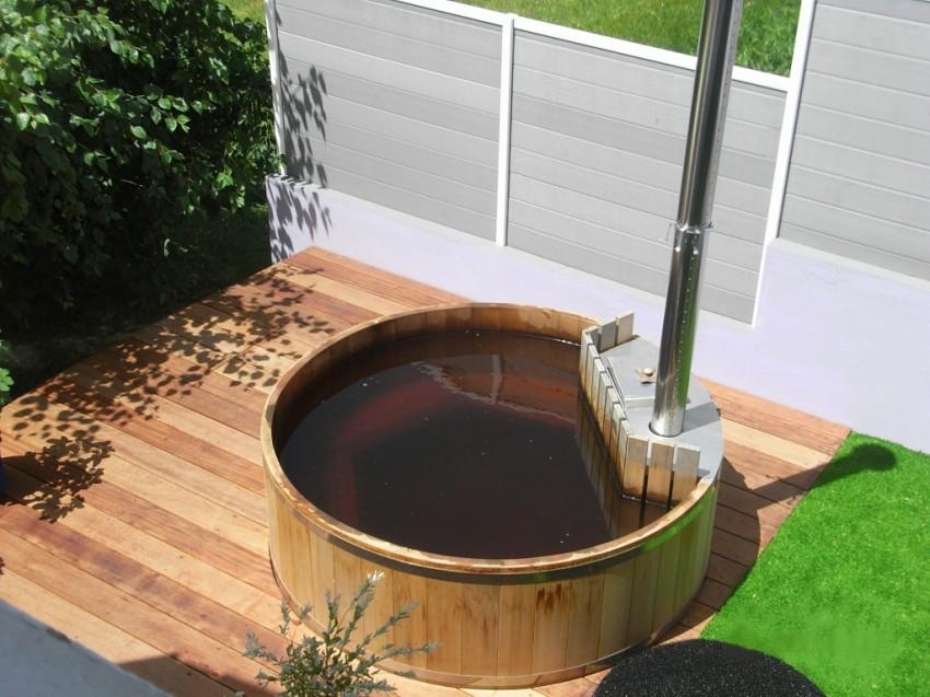 Bain nordique Premium semi-encastré dans une terrasse