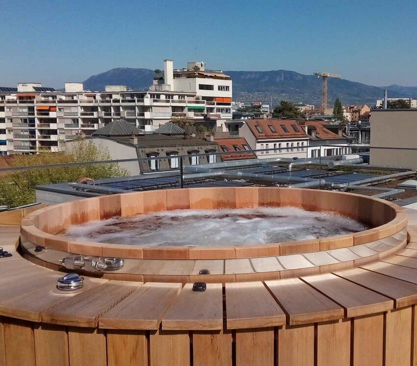 Spa bois sur toit d'immeuble